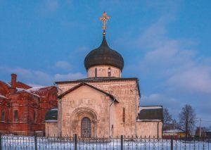 Георгиевский собор. Зимнее вечернее фото. Юрьев-Польский музей