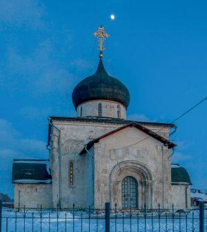 Георгиевский собор. Восточный портал. Зимнее вечернее фото. Юрьев-Польский музей