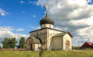 Георгиевский собор. Летнее фото. Юрьев-Польский музей