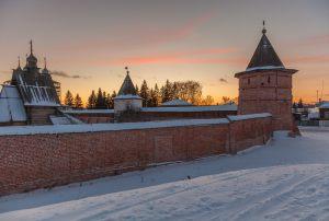 Стены и башни монастыря. Юрьев-Польский музей. Территория. Зимнее фото