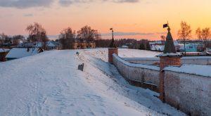 Земляной вал вокруг монастыря. Юрьев-Польский музей. Территория. Зимнее фото