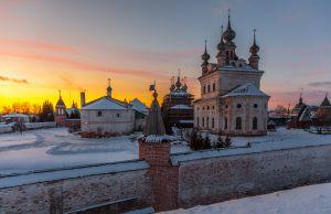 Собор Архангела Михаила. Юрьев-Польский музей. Территория. Зимнее фото