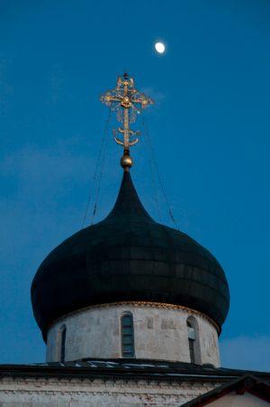 Георгиевский собор. Купол с крестом. Юрьев-Польский музей. Зимнее фото