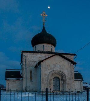 Георгиевский собор на фоне заката. Юрьев-Польский музей. Зимнее фото