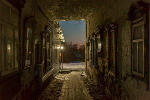 Арка Знаменской трапезной церкви. Юрьев-Польский музей. Зимнее вечернее фото