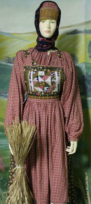 Женщина в крестьянской одежде