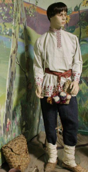 Мужчина в крестьянской одежде